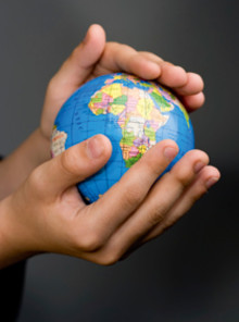 BokningsBolaget skänker över en halv miljon till välgörande ändamål