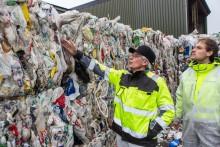 Kaster mesteparten av plasten i søpla