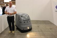 Städa stora ytor med hjälp av robot på natten