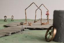 Modell av konstverket RomanoParken – Sång om en plats visas på Romano Center