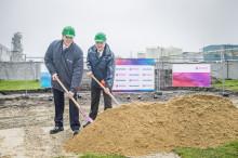Erster Spatenstich für Produktions-Joint Venture von AkzoNobel und Evonik in Deutschland