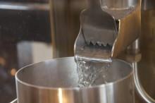 Svenska whiskyundret rullar vidare – nu produceras Gotlands första whisky.