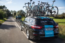 A Ford bejelenti együttműködési szándékát a Team Sky csapattal; a vállalat lesz az elit kerékpárcsapat exkluzív autó- és haszongépjármű-szállítója