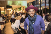 Marcus Samuelsson hyllar säsongens primörer med en femrätters-middag på Kitchen & Table Norrmalm under EAT FOR ALL!