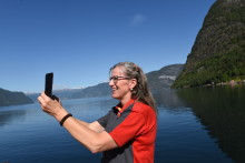 Mellom bakkar og fjord