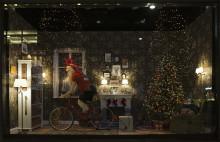 Välkommen till premiärvisning av NK:s julskyltning i Stockholm.