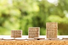 Lisäkouluttautuminen on suurin taloushallinnon asiantuntijan palkkaan vaikuttava tekijä
