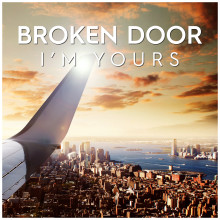 Broken Door fortsätter resan med I'm Yours!