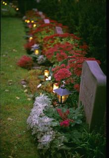 Nya anvisningar för kontroll av äldre gravstenar