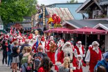 140 julemænd løs i KBH og på Bakken - se billederne