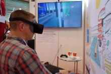 Besøgende tager 3D brillen på