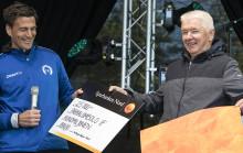Donald ger sin del av Kundmiljonen till Parkalompolo IK