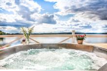 Pool Roger förhöjer sjöspa-upplevelserna - Ny champagnepool på Krägga Herrgård