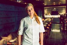 """Frida Ronge från restaurang vRÅ på Clarion Hotel Post tog emot White Guides pris som """"Årets Rising Star"""""""