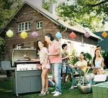 Köket blir mer jämställt - men männen står kvar vid grillen