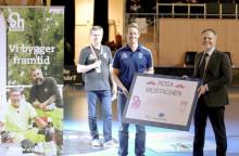 Sh byggs och Sirius Innebandys kampanj Rosa Mustaschen gav 20 000 kronor till Cancerfonden