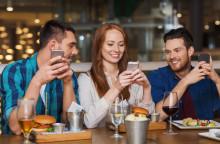 Pitcher´s i Örebro erbjuder gästerna att sköta restaurangbesöket själva med telefonen!