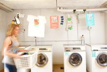 Tvättmaskiner och torktumlare demonstrerar för en bättre värld