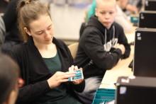 Cramo tukee nuorten teknologiataitoja sponsoroimalla ohjelmointikurssin suomalaislukioon