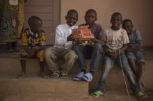 Framgångsrik insamlingskampanj på Akademibokhandeln: Över en miljon kronor till SOS Barnbyar