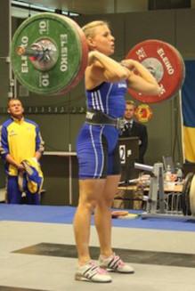 Två svenska rekord i tyngdlyfting av Kungsbackas Angelica Roos på Universiaden – studentidrottens motsvarighet till ett olympiskt spel