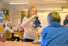 Lågstadieelever uppfinner leksaker av återvunnet material