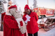 Coca-Cola Joulurekka kohtasi Joulupukin Napapiirillä