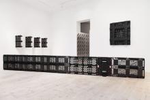 Plastemballage från Schoeller Allibert ställs ut på Sven-Harrys konstmuseum