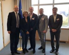 Legendariska låtskrivaren, producenten, gitarristen, och medgrundaren av Roxy Music Phil Manzanera och SKAP:s ordförande Alfons Karabuda på högnivå-möte om upphovsrätten i EU-parlamentet.