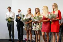 De första civilekonomerna tar examen från Högskolan i Halmstad