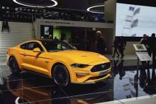 Uusi Ford Mustang näyttää nopeammalta ja myös kulkee nopeammin: urheilullisempi tyyli, parannettu voimansiirto ja edistykselliset kuljettajaa avustavat teknologiat
