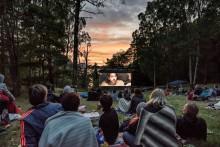 Filmvisning under bar himmel på Lidingö
