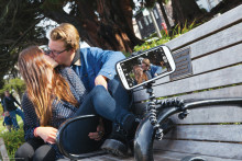 Paranna puhelimella otettujen kuvien ja videoiden laatua  Joby GripTightin avulla.