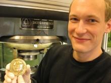Stolt håndverkstradisjon på Kongsberg: Her blir Nobel-medaljen laget