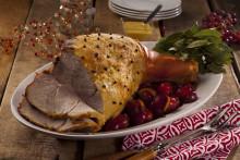 Tutkimus: Joulupöydässä halutaan herkutella rennommin, mutta perinteet pitävät pintansa – kinkku on edelleen suomalaisten suosikki