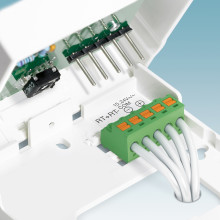 Tool-free mounting of PCB connectors