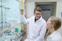 Molekylmakaren Erik Chorell utses till Gunnar Öquist Fellow