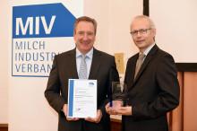 MIV zeichnet Betriebswirtschaftler aus - Verleihung Milch-Wissenschaftlicher Innovationspreis 2014 an Herrn Prof. Theuvsen