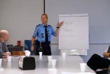 Fængselspersonale deler erfaringer med togpersonale