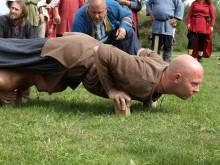 Fransk maratonløbende vikingekaravane besøger Trelleborg