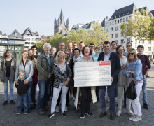Santander spendet 2 500 Euro  an Jörg Weise Association