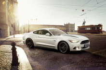 Ford presenterar två nya Mustang-versioner – Black Shadow Edition och Blue Edition