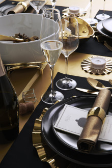 Golden resolutions: glamorous New Year's Eve party with Sambonet