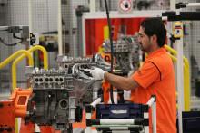 Fords koncernchef Alan Mulally startar upp tillverkningen av den avancerade 1,0-liters EcoBoost-motorn som ger Ford Focus klassens lägsta CO2-värden