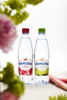 Svensk sommar sätter smak på vårens Ramlösa-nyheter: Smultron och Rabarber nytillskott i Ramlösa-familjen