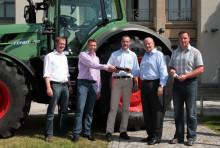 BayWa AG stellt TU Dresden Traktor für Forschungs- und Ausbildungszwecke zur Verfügung