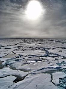 Fuktiga vårvindar till Arktis påverkar sommarens istäcke