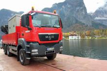 Schwere Fracht auf dem Königssee: Bayernwerk liefert Trafostation auf dem Wasserweg
