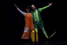 Suzanne Reuter gör föreställningar på asylboenden med Clowner utan Gränser