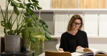 """Mija Kinning tolkar Mora Armaturs koncept """"Livet runt kranen"""" på Möbelmässan"""